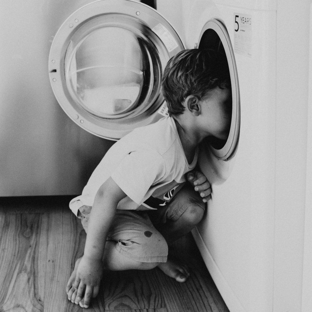 enfant tete machine a laver mignonneries
