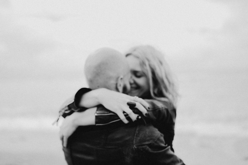 photographe-couple-pays-basque-plage